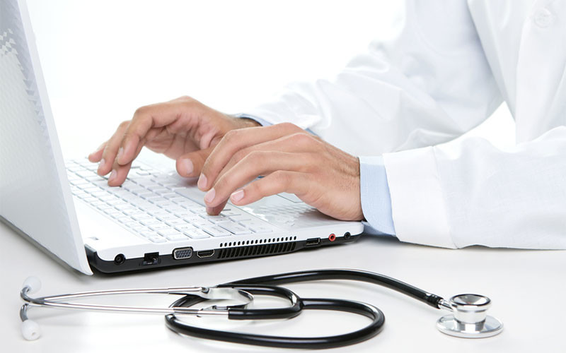 Differences What's the Between Email Forms and Chat Sessions on a Healthcare Website?